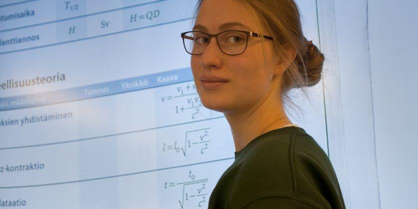 Abiturientit maailman johtavan hiukkasfysiikkatutkimuksen jäljillä