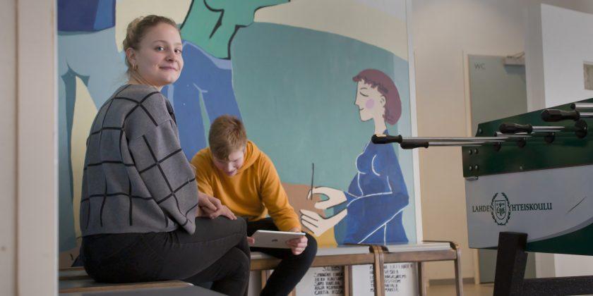 Saksalainen opetusharjoittelija Luisa halusi nähdä PISA-menestystä niittäneen opetusjärjestelmän