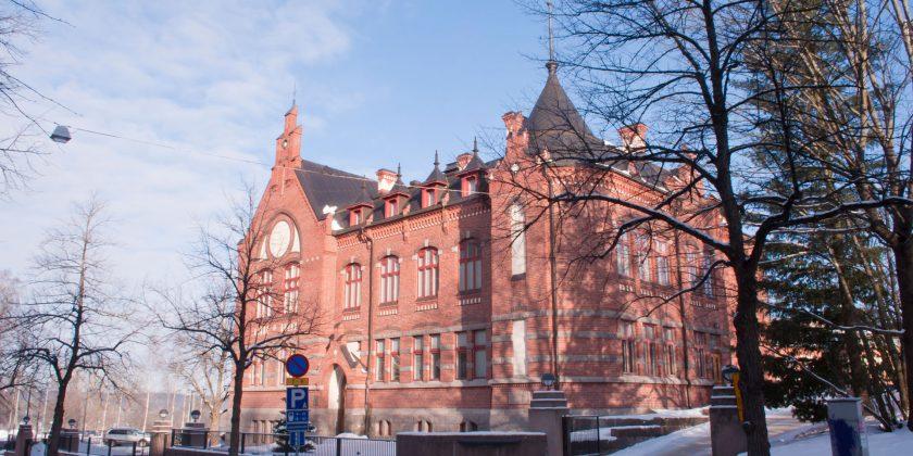 Lukion oppitunnit ovat pääasiassa Museo-koulurakennuksen luokissa.